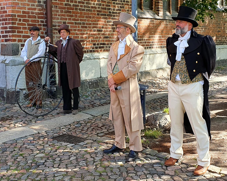 Ein Tag mit Caspar David Friedrich - Eröffnung vor dem Dom St. Nikolai