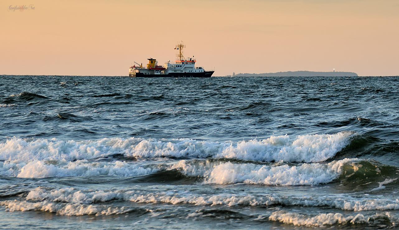 Ostseestrand, Schiff auf der Ostsee, Insel Greifswalder Oie