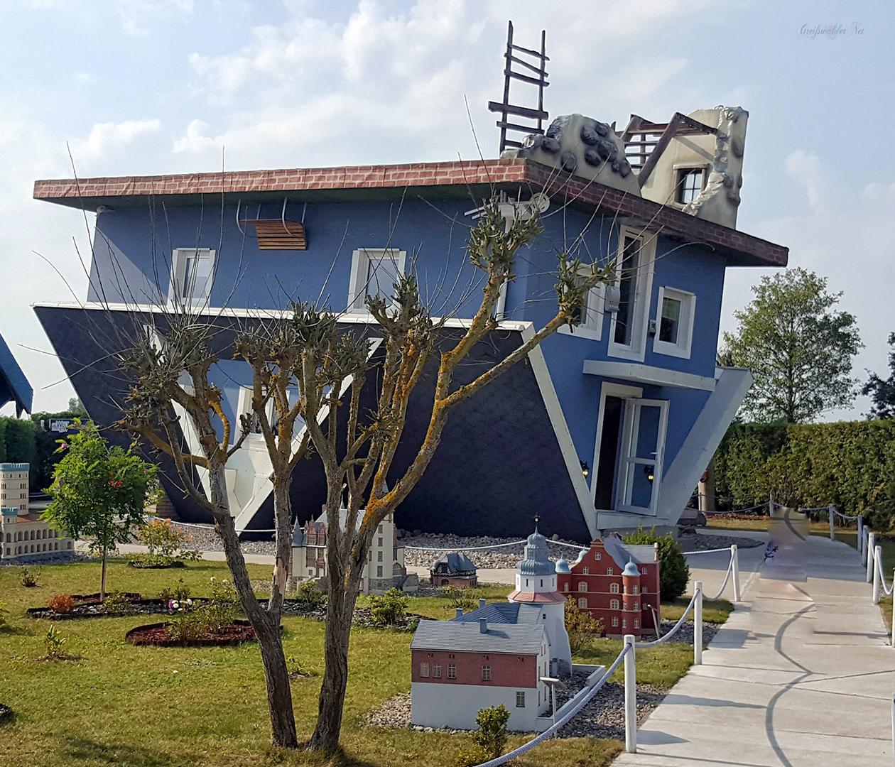 Haus steht Kopf in Trassenheide auf der Insel Usedom