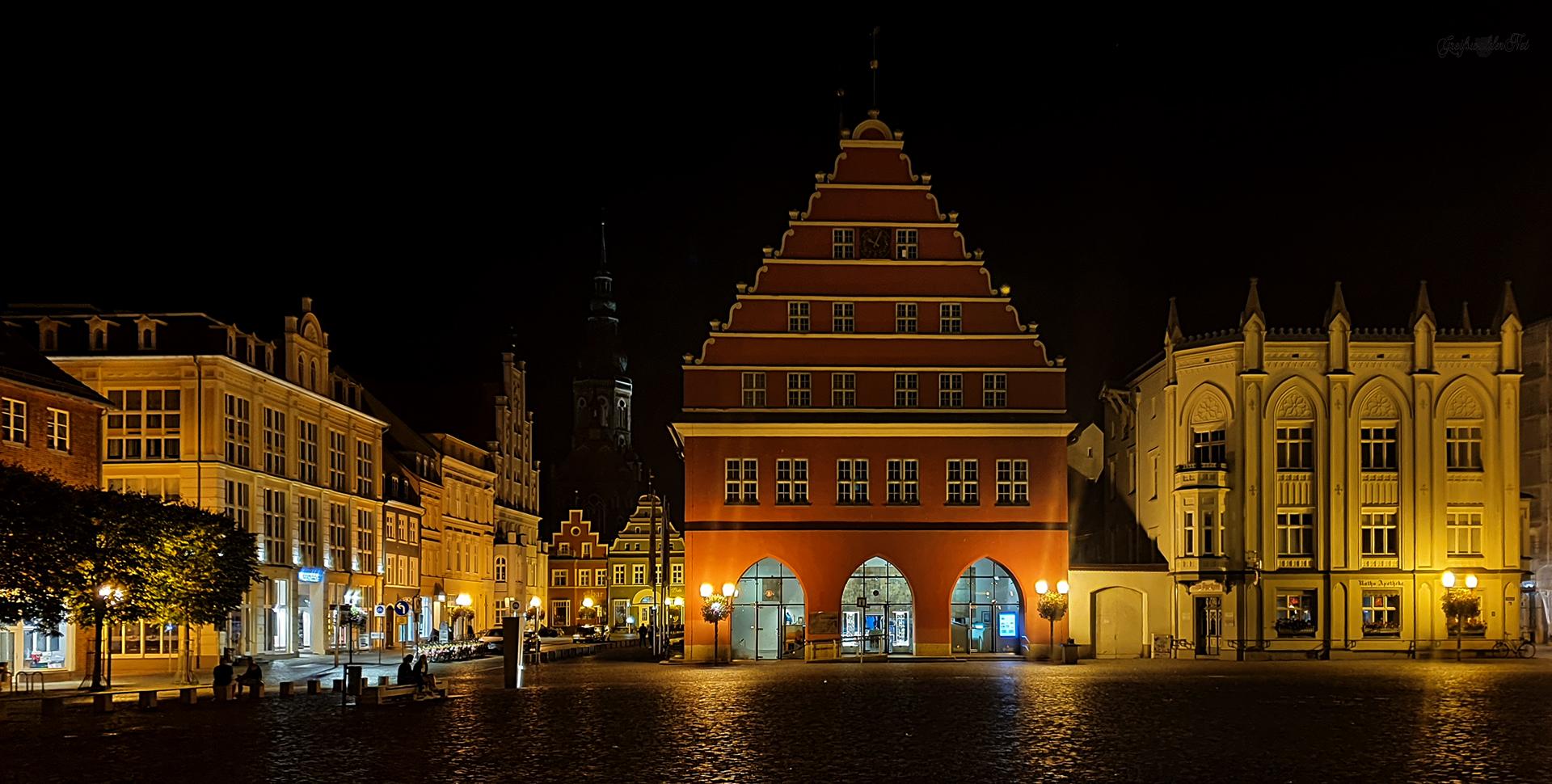 Marktplatz Greifswald bei Nacht