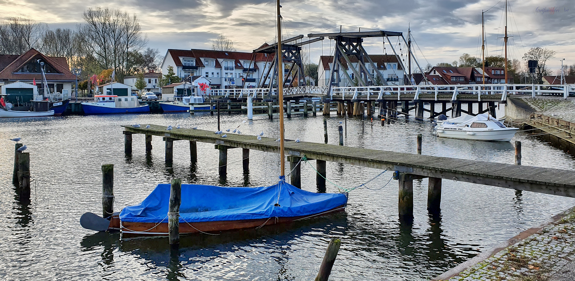 Herbst an der Holzklappbrücke in Greifswald-Wieck