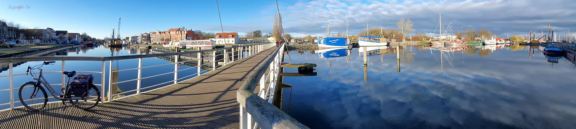 Panorama Spiegelung am Museumshafen in Greifswald