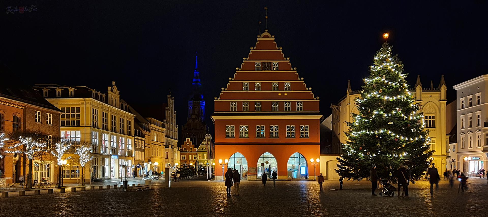Adventssonntag-Abend auf dem Marktplatz in Greifswald