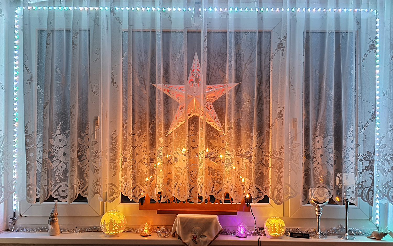 Weihnachtsdeko am Fenster
