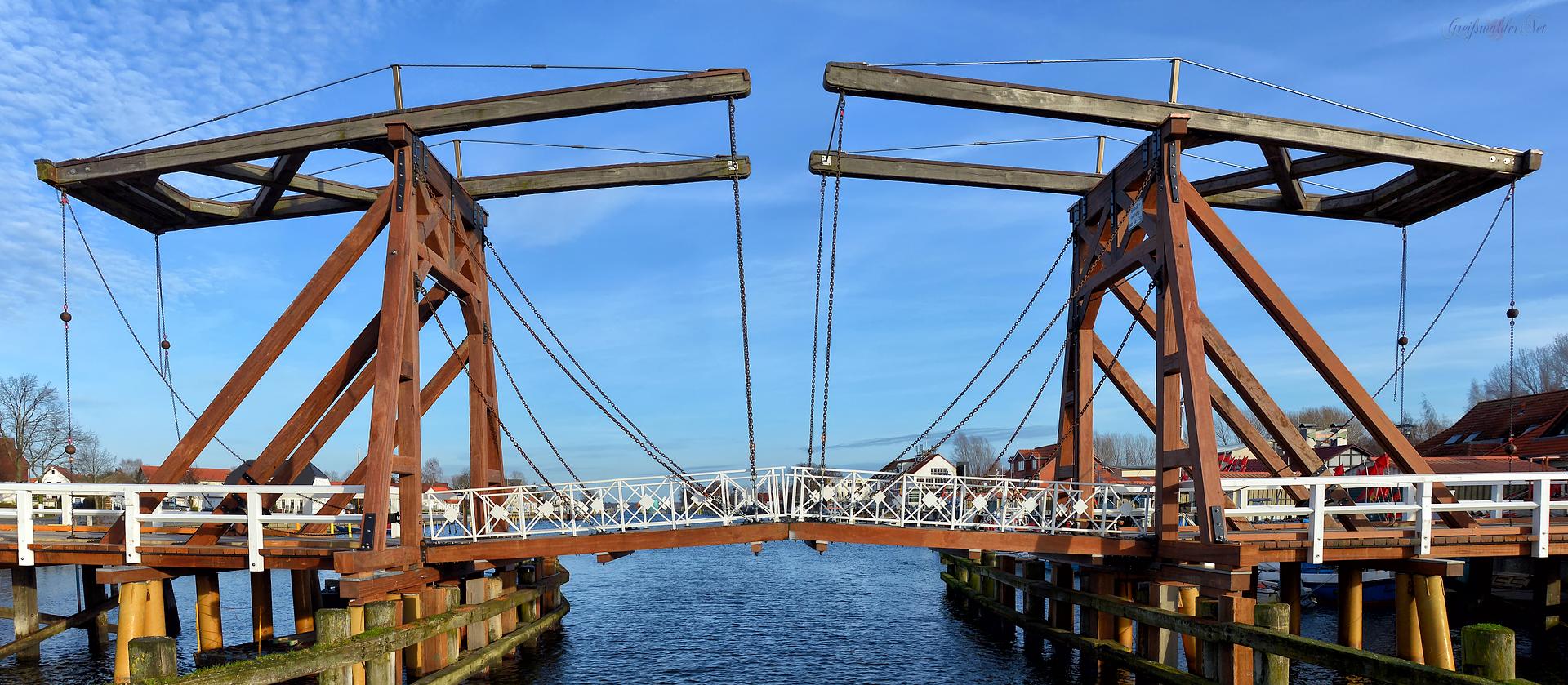 Holzklappbrücke in Greifswald-Wieck nach der Restaurierung Dezember 2015
