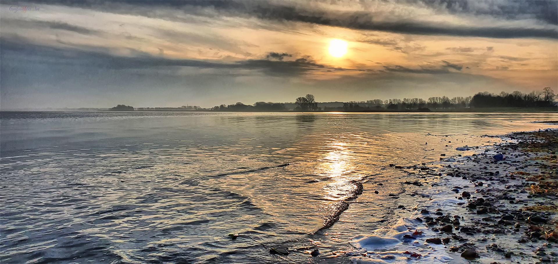 Sonntagmorgen an der Dänischen Wiek am Strand in Greifswald-Eldena