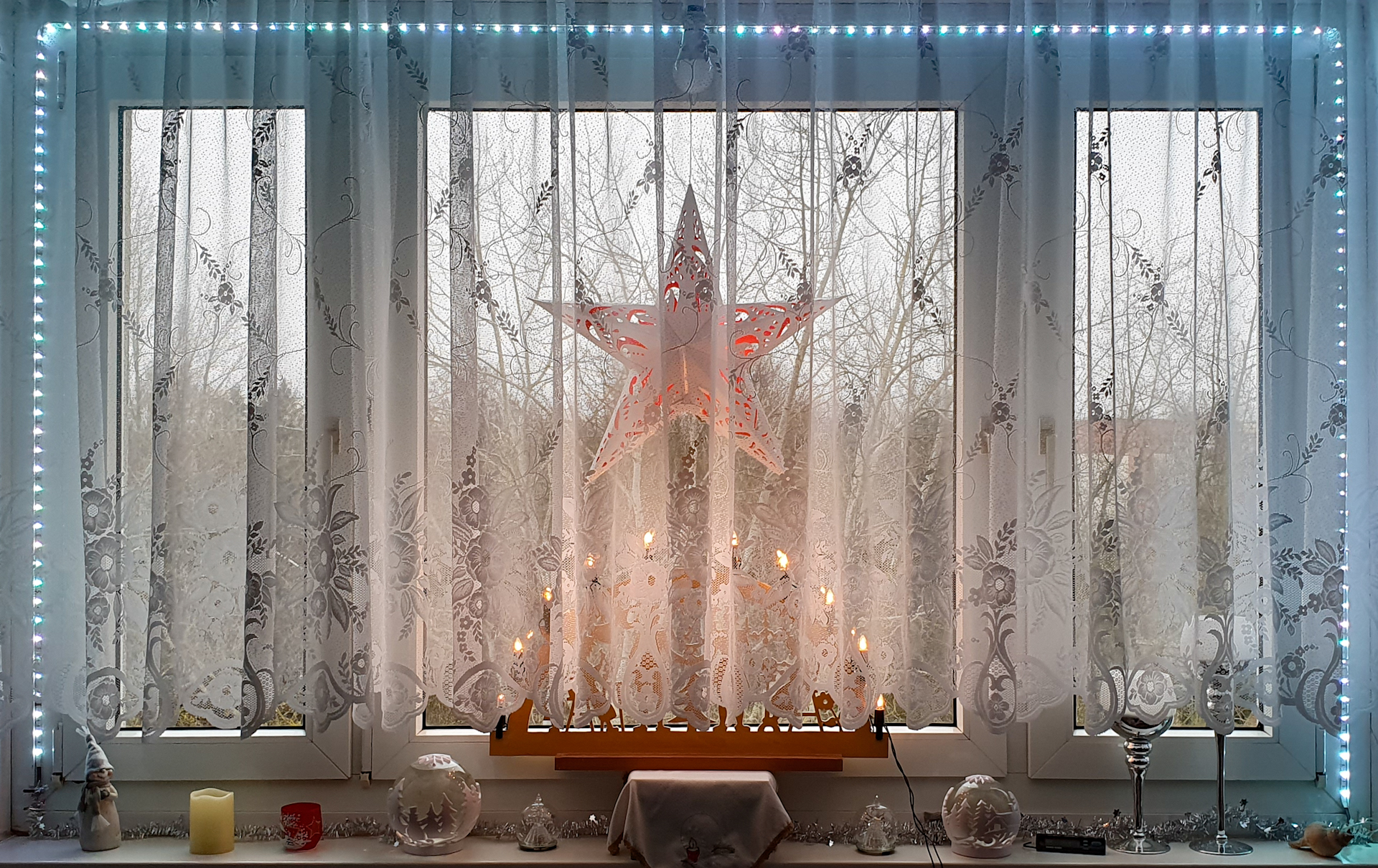 Adventsdeko am Fenster