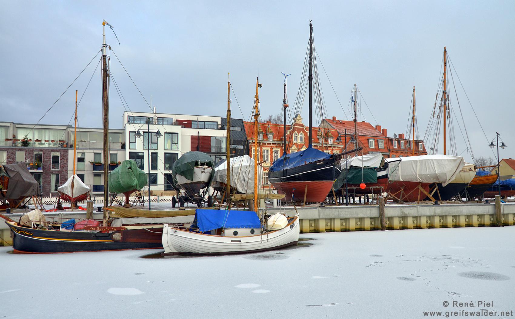 Winterschlaf am Museumshafen in Greifswald