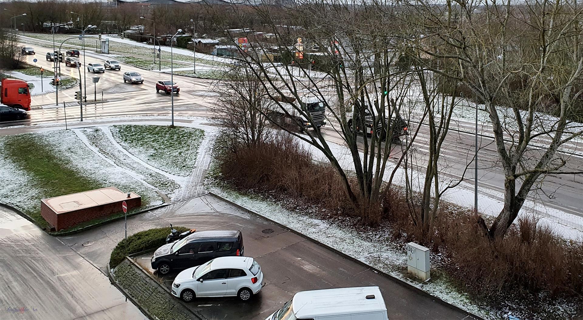 Mittwochmorgen - Leichter Schneefall in der Nacht