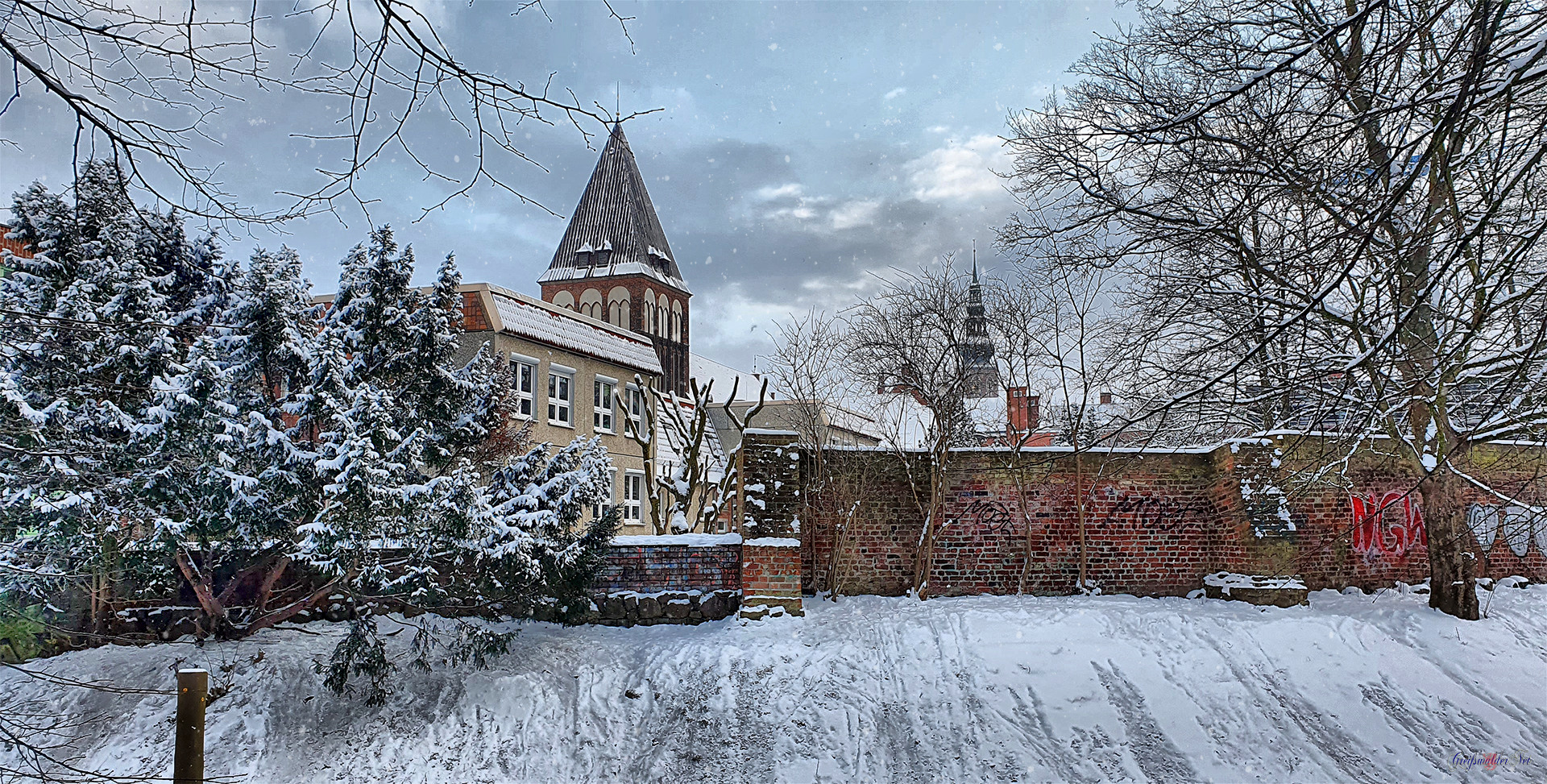 St.-Jacobi-Kirche, Stadtmauer und Dom St. Nikolai